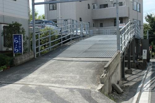 ネイルマーナ駐車場入口