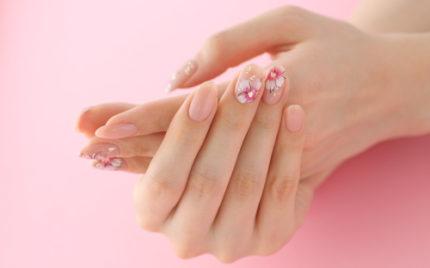 ナチュラルピンクベースの桜ネイル