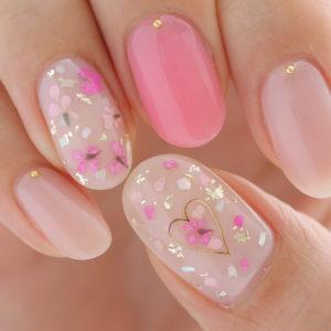 ピンクとハートの押し花ネイル