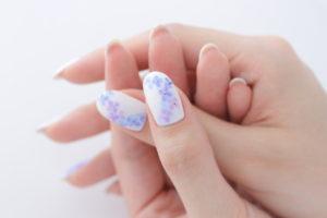 紫陽花ネイルの親指