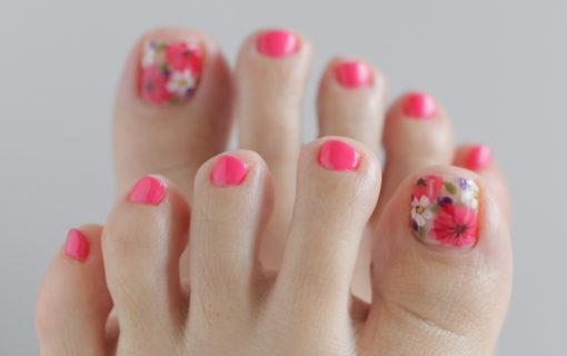 新百合ヶ丘パラジェル&カルジェルネイルサロン「ネイルマーナ」花柄のフットネイル