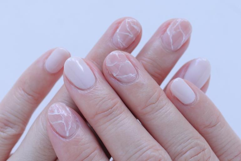 新百合ヶ丘パラジェル&カルジェルネイルサロン「ネイルマーナ」ピンクの天然石風ネイル