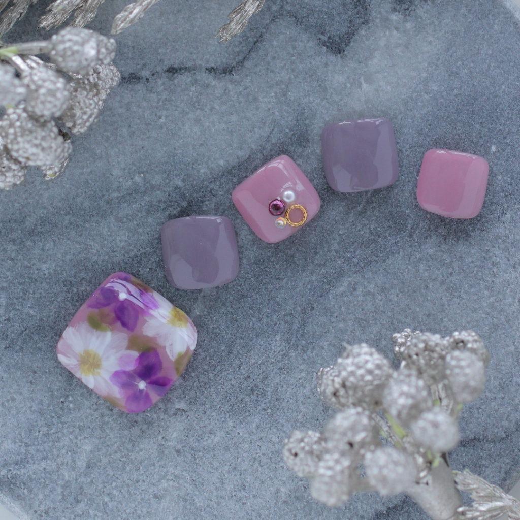 新百合ヶ丘パラジェル&カルジェルネイルサロン「ネイルマーナ」花柄フットネイル